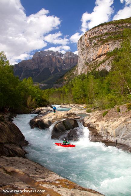 Kayak en el Ara